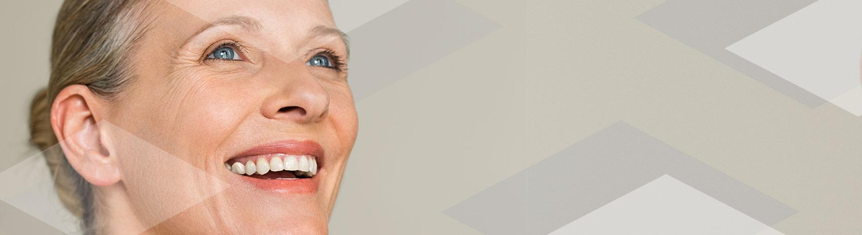 Zoom di viso di signora con bella pelle grazie ai prodotti IBSA