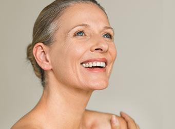 Viso di signora con bella pelle grazie ai prodotti IBSA